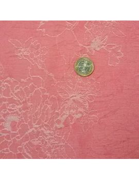Tissu froissé rose dentelle